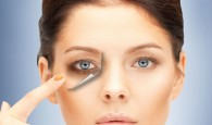 How to camouflage dark circles under eyes