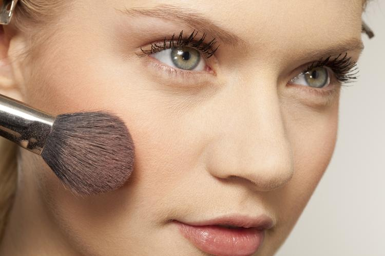 How to apply rejuvenating makeup?